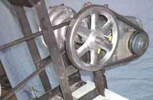 Belt drive on a lathe